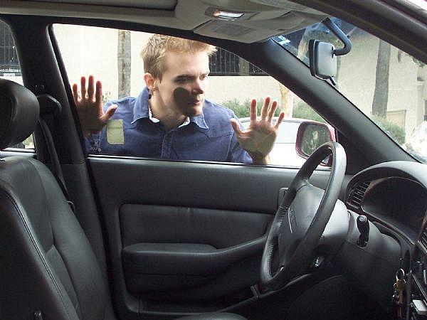 lost-car-keys-in-car[1]